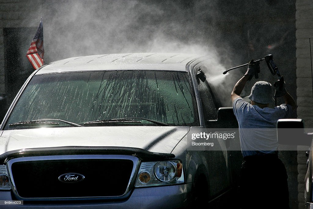 Ken Grody Ford Carlsbad >> A Worker Washes A Ford Vehicle At Ken Grody Ford In Carlsbad