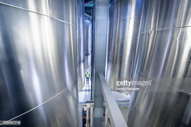 worker with storage tanks in oil blending factory - vorratstank stock-fotos und bilder