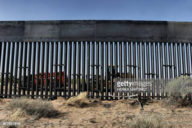 US workers are photographed during construction of 32km of the border wall by order of US President Donald Trump on the border between Ciudad Juarez...