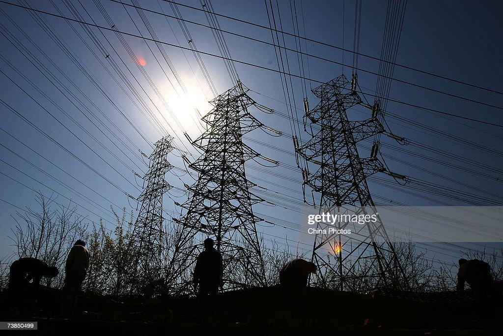 China's Power Generation Capacity To Reach 700 Gigawatts : News Photo