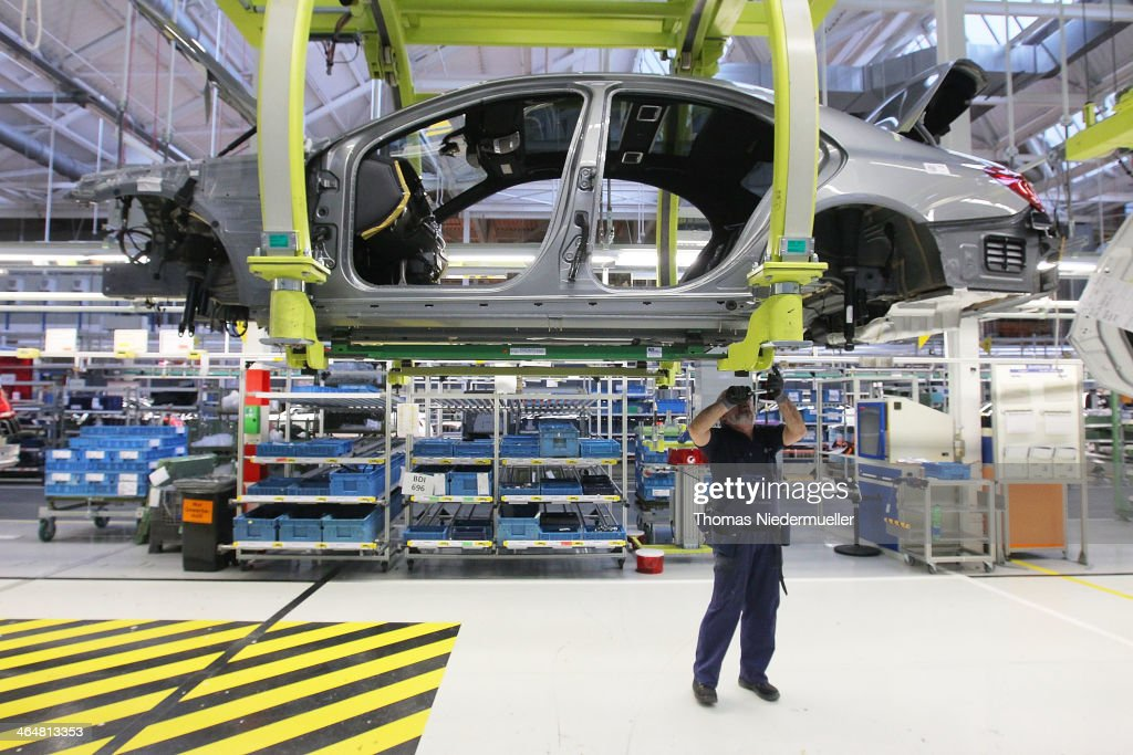 S-Class Assembly At Mercedes-Benz Plant : ニュース写真