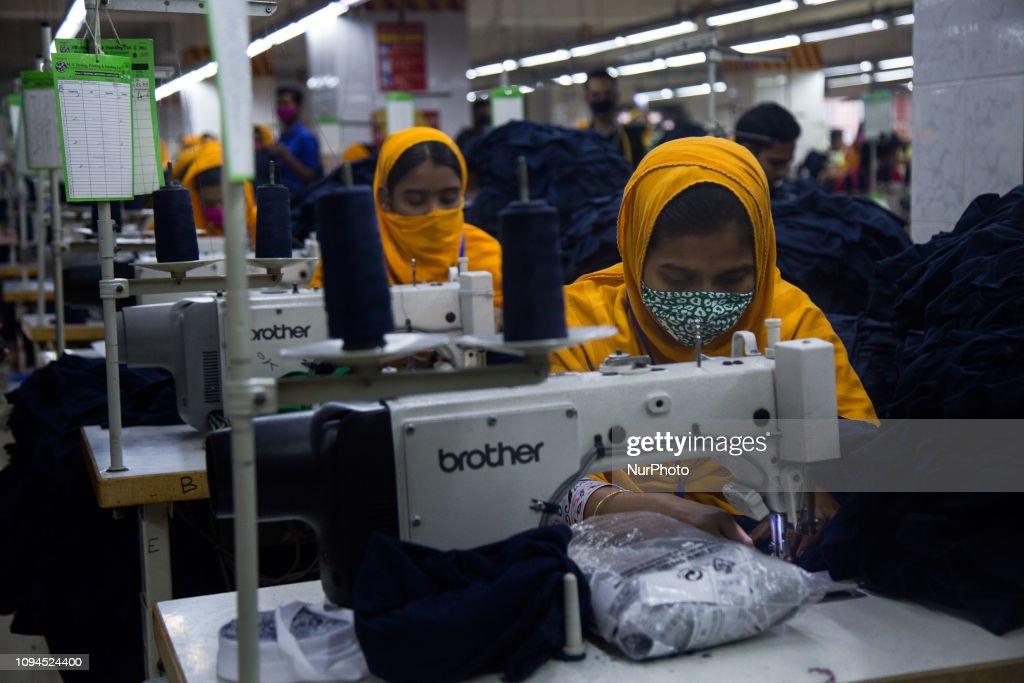 Garments Workers In Bangladesh : News Photo