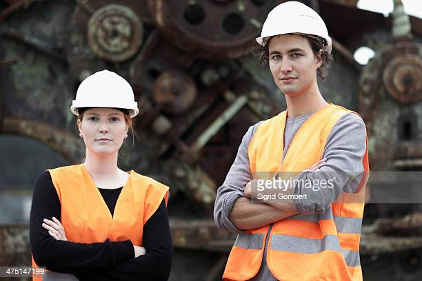 workers at metal recycling plant - sigrid gombert stock-fotos und bilder