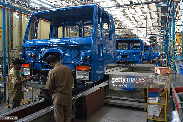 46 Ashok Leyland Ltd Pictures, Photos & Images - Getty Images