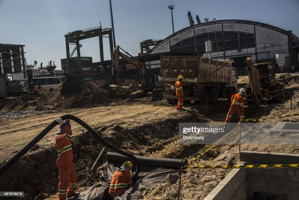 Workers build a new warehouse on a terminal at the Port of Santos in Santos, Brazil, on Thursday, Oct. 5, 2017. The port complex is a 3-square-mile microcosm of a country buffeted by political turmoil, drug-fueled violence and persistent income inequality as it emerges from a grinding recession. Photographer: Dado Galdieri/Bloomberg via Getty Images