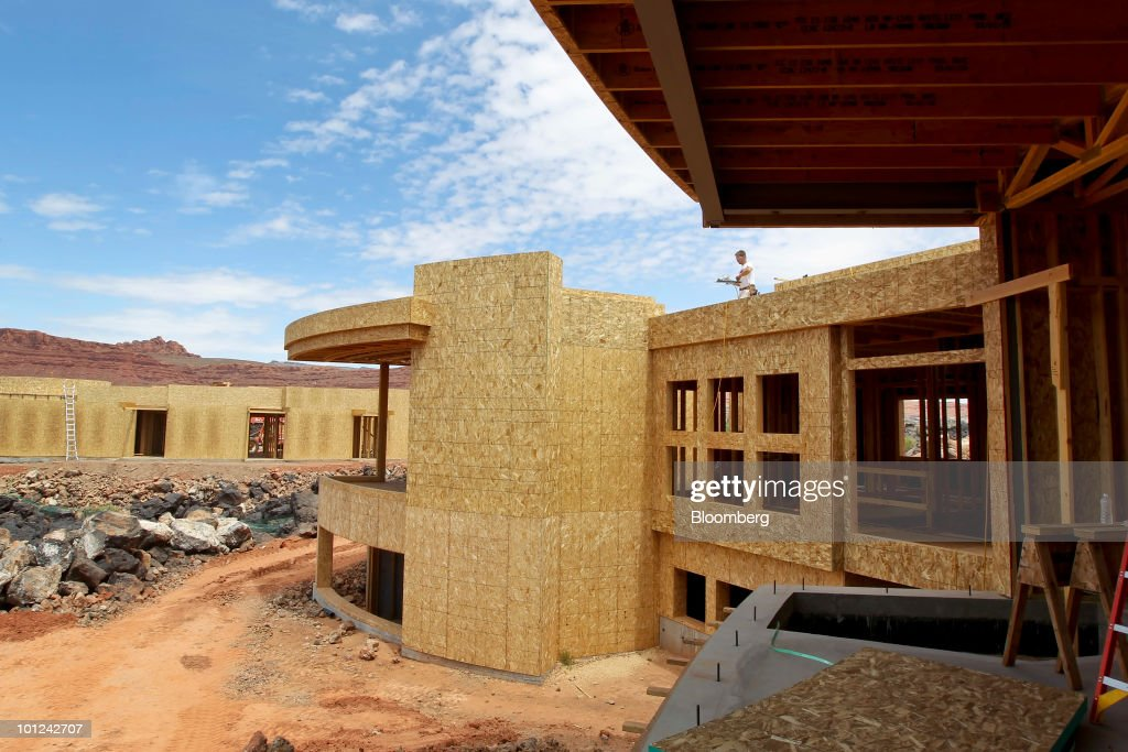 Workers build new homes under construction at the Split Rock at Entrada development in St. George, Utah, U.S., on Wednesday, May 26, 2010. Housing starts rose to a 672,000 annual rate last month, the highest since October 2008 and up 5.8 percent from March, Commerce Department figures showed this month. After almost five years of falling sales and prices, homebuilders are looking to see if the nation's fledgling economic recovery can sustain the real estate market as government subsidies end. Photographer: George Frey/Bloomberg via Getty Images