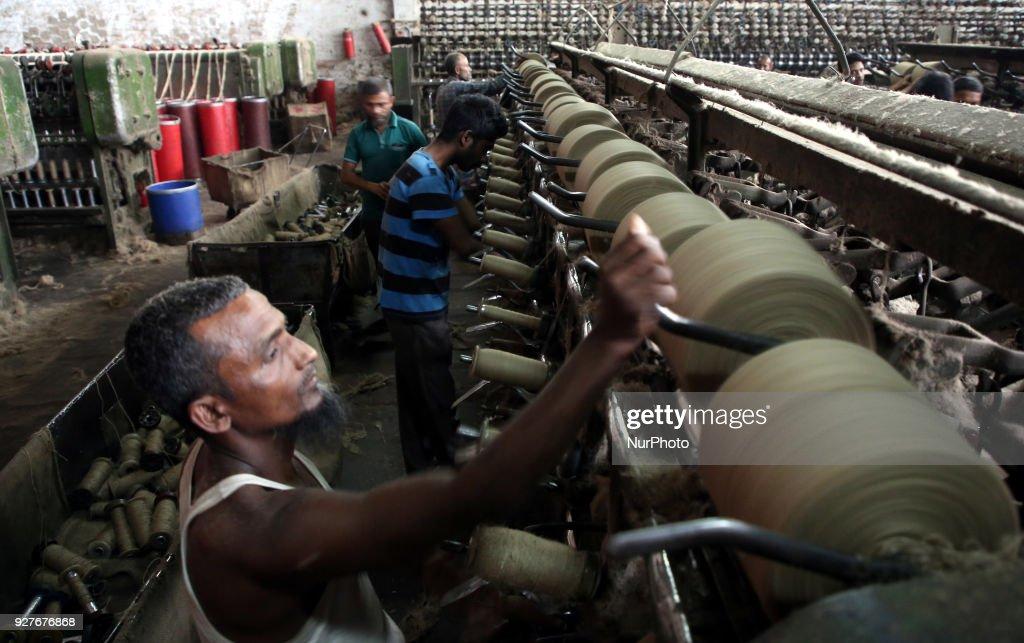 Jute Mill workers in Dhaka : Fotografía de noticias