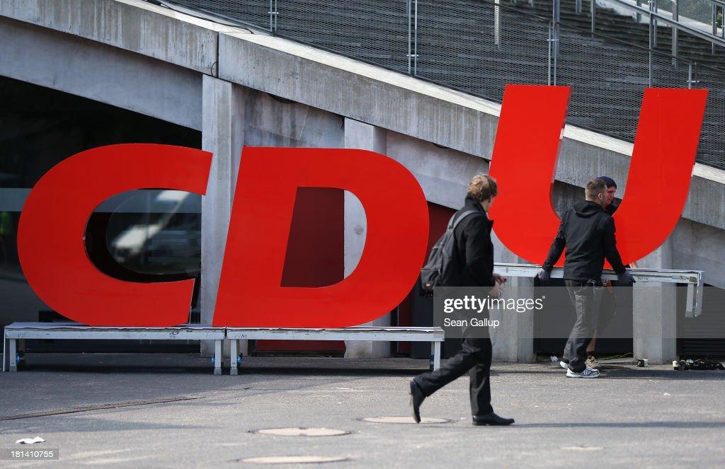 Angela Merkel Campaigns In Berlin : ニュース写真