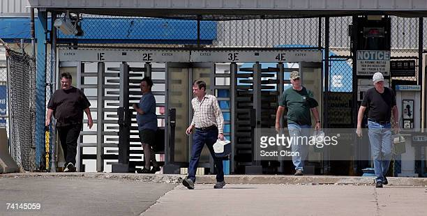 Workers change shifts at a Chrysler assembly plant May 14, 2007 in Belvidere, Illinois. The Dodge Caliber and several Jeep vehicles are built at the...