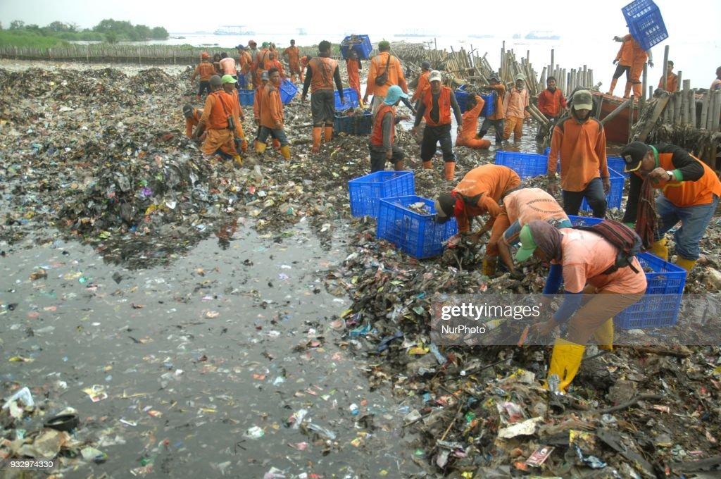 Garbage in Jakarta Bay