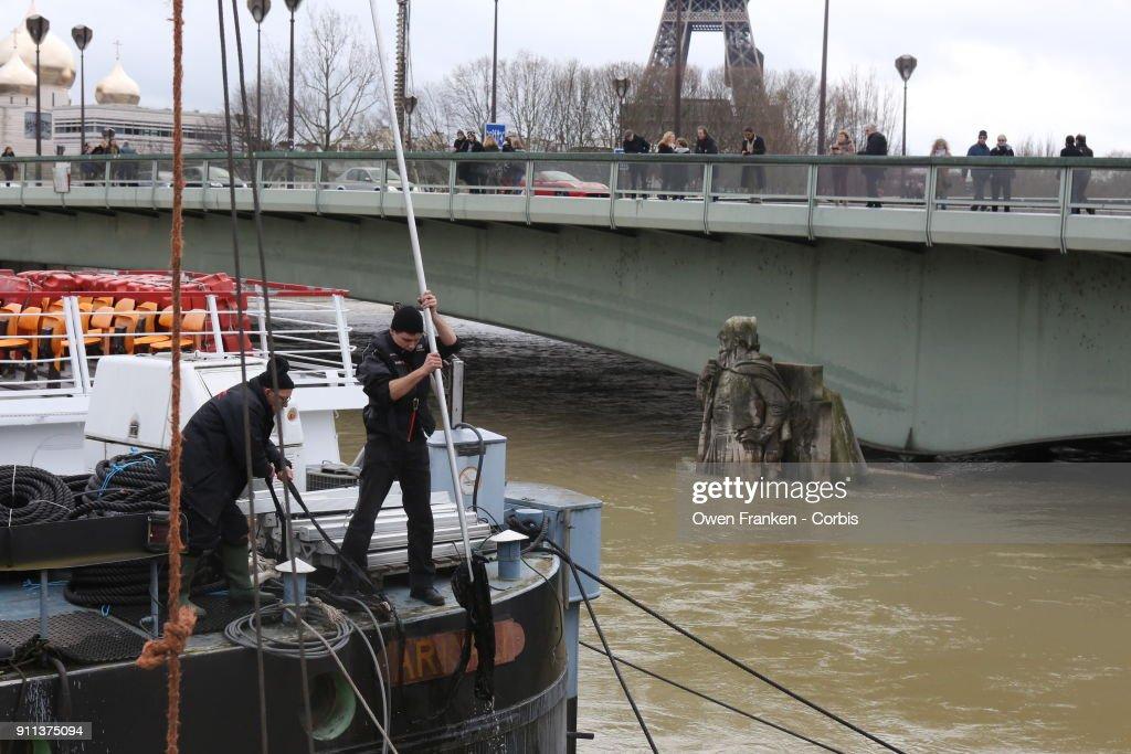 Flooded River Seine In Paris : News Photo