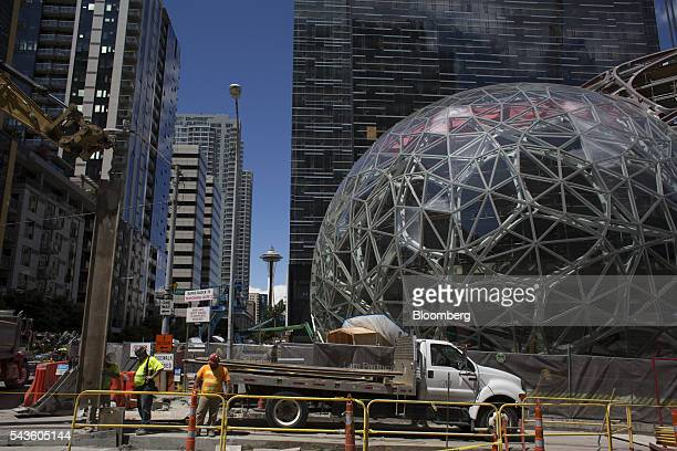Workers continue construction on an Amazoncom Inc Biosphere in Seattle Washington US on Wednesday June 15 2016 Amazoncom Inc is building three giant...