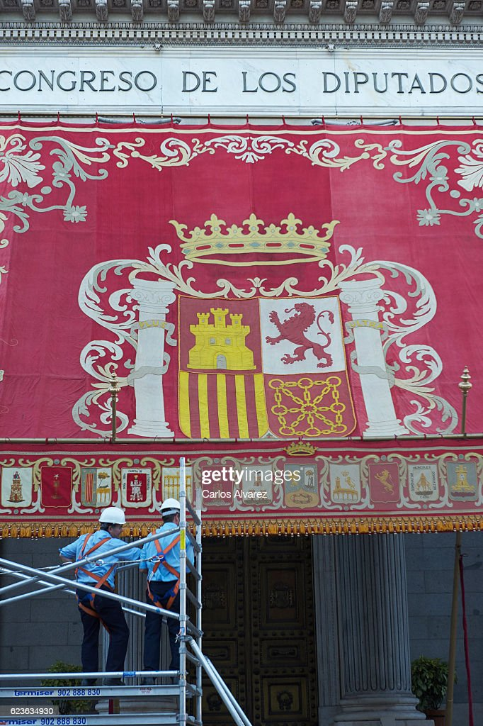 Workers erect a canopy bearing the Spanish royal crest outside the Spanish Parliament in preparation for & Preparations For 12th Legislative Course Photos and Images | Getty ...