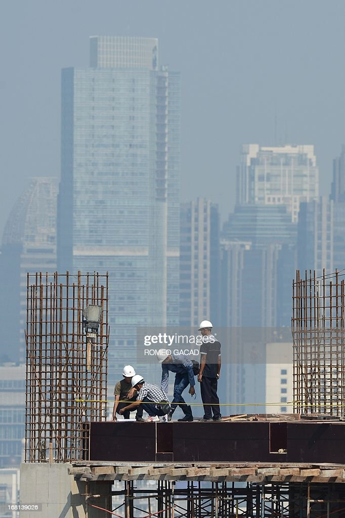 Workers erect an iron reinforcement column at a high rise office construction site in Jakarta on May 6, 2013. The Indonesian economy expanded by 6.02 percent in the first quarter, official data showed Monday, the slowest pace for more than two years as exports fell due to the weak global economy.