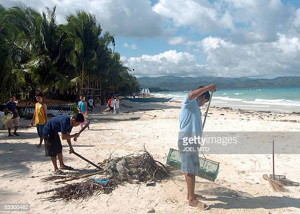 STORY PHILIPPINESTOURISMENVIRONMENTBORACAY Workers from resorts fronting the beach in the central Philippine island of Boracay 09 June 2005 sweep up...