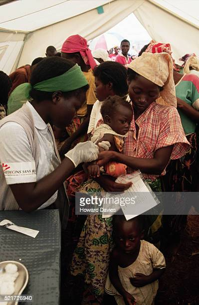 MSF Workers Giving Measles Vaccinations to Rwandan Refugees