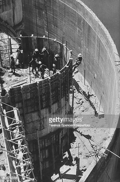 Workers helping in the construction of the Kariba Dam