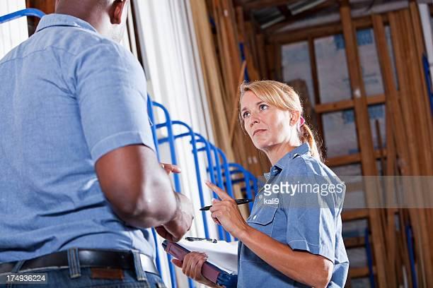 Arbeitnehmer im Gebäude erhältlich, die Verfügbarkeit