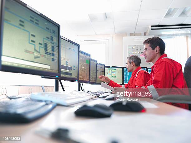 workers in control room of gas plant - power station stock pictures, royalty-free photos & images