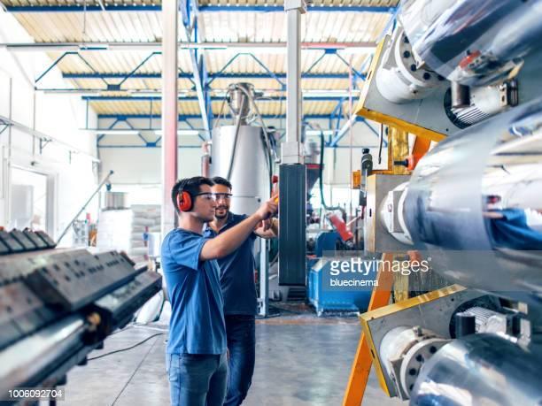 Werknemers in de fabriek