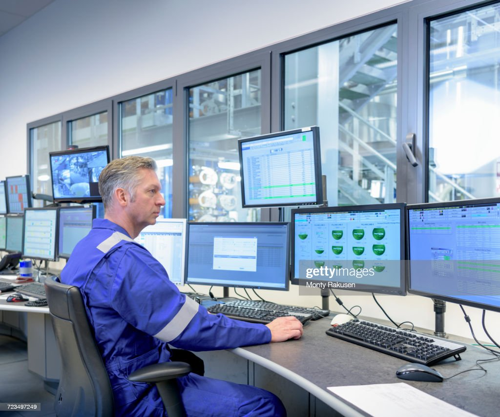 Workers in process control room in oil blending factory : Stock Photo