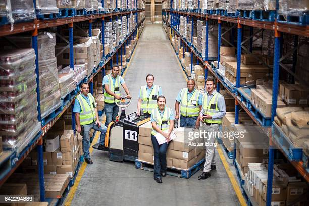 workers inside a food distribution warehouse - grupo mediano de personas fotografías e imágenes de stock