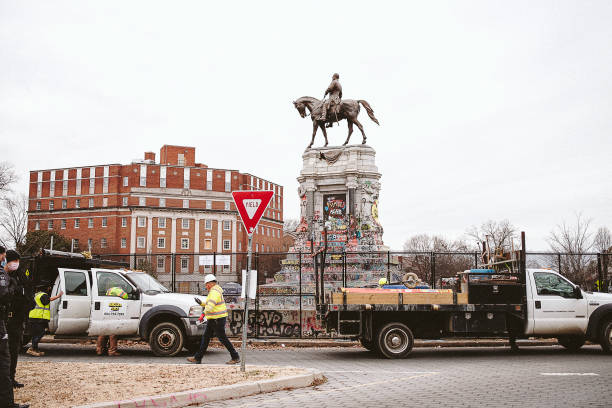VA: State Workers Install Fencing Around Richmond's Robert E. Lee Monument