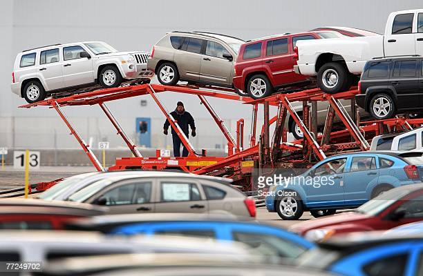 Workers load cars at Chrysler's Belvidere Assembly plant October 10 2007 in Belvidere Illinois The United Auto Workers union has decided to call a...