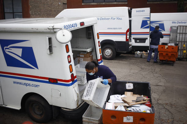 IL: Couriers Compete For Peak Employees Ahead Of Holiday Season