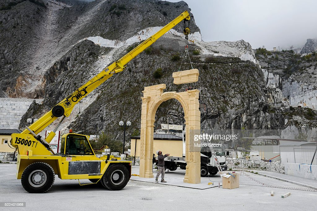 Finishing Touches Are Made To A Replica Of The Triumphal Arch That Stood At Palmyra : News Photo