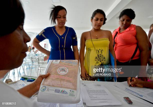 A workers of the Health Secretariat hands mosquito nets to pregnant women on February 17 in Cali Colombia Cali's Health Secretariat massively...