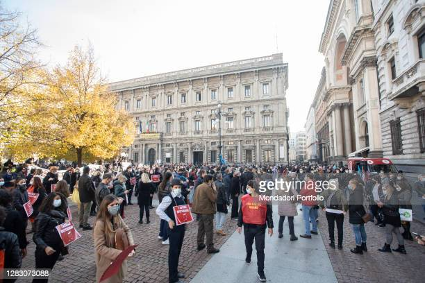 Workers of the show gather in Piazza della Scala to give life to the movement L'assenza spettacolare. Milan , October 30th, 2020