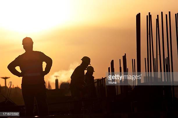 Arbeiter auf die Bauarbeiten, die von menschlichem Erwachsenen Foto