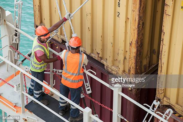 workers on container ship - longshoremen stock pictures, royalty-free photos & images