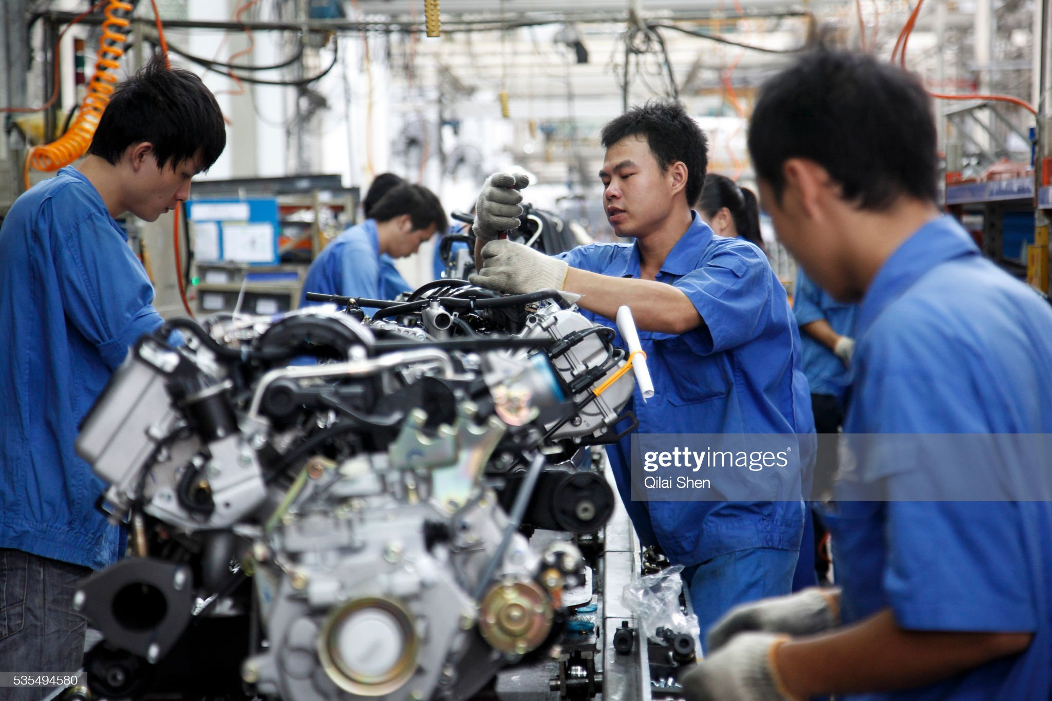 China - Motor Industry - Wuling Automobile Coompany making the Wuling Minivan : News Photo
