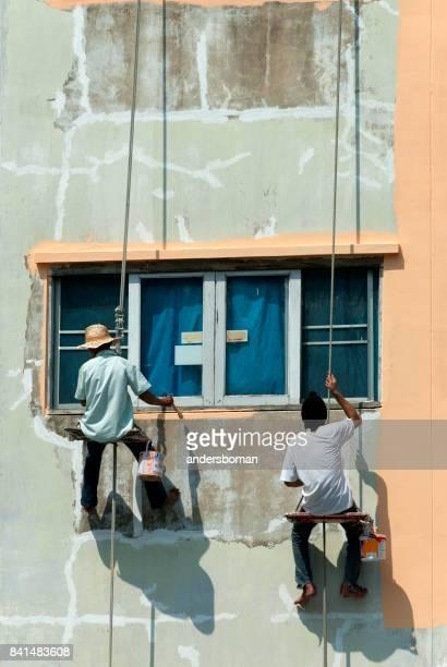 Travailleurs de peinture façade de mur de maison à bangkok Thaïlande