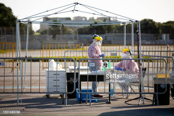Workers prepare as they take part during the CoVid19 Drive Truh model assembled in Matosinhos With the objective of hospital tests in conditions of...