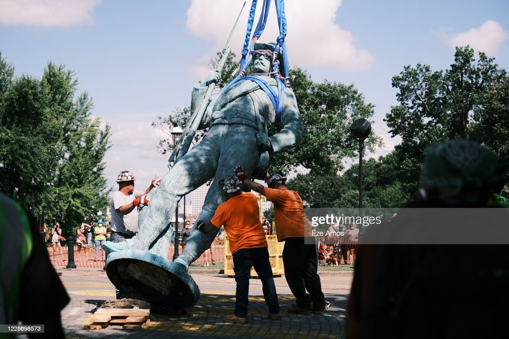 Richmond, VA Removes Monument To Confederate Soldiers : News Photo