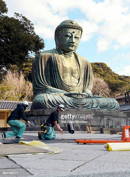 Workers prepare to set up scaffolding around the Great Buddha at the Kotokuin temple on January 13 2016 in Kamakura Kanagawa Japan The Great Buddha...