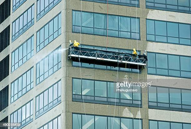 workers pressure washing office building in chicago il - high pressure cleaning stock pictures, royalty-free photos & images