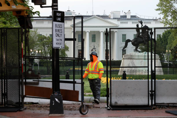 DC: White House Security Fencing Maintained By Workers