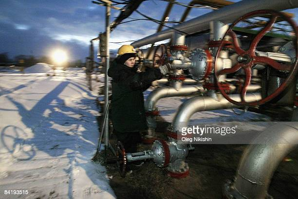 Workers servicing at a pumping station on November 10, 2004 on the Ust-Balick oil field near Nefteyugansk, West Siberia, Russia. Russia stopped the...