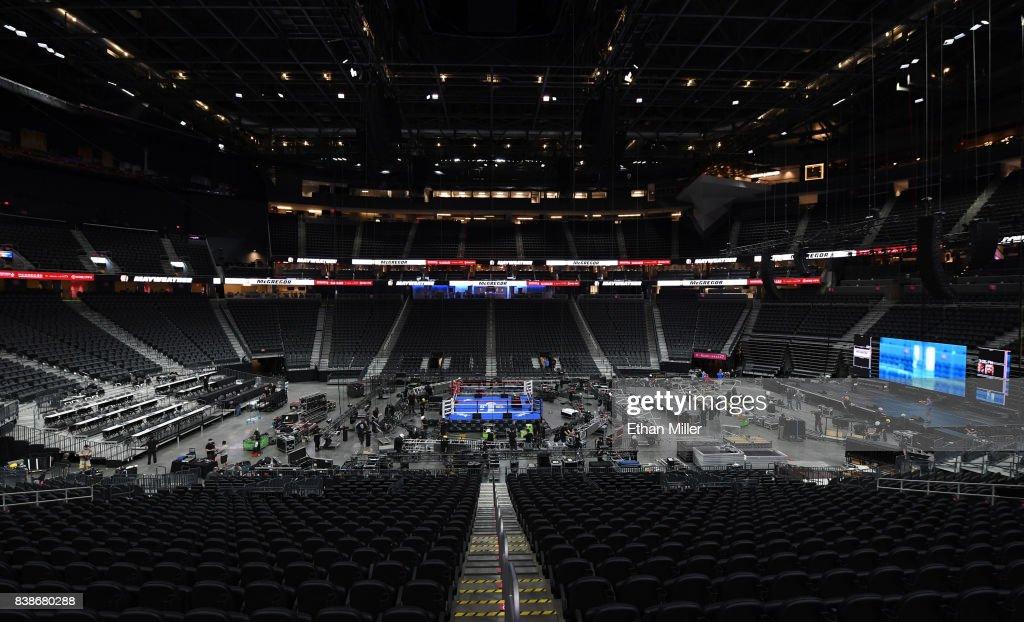 Floyd Mayweather Jr. v Conor McGregor - Previews : News Photo