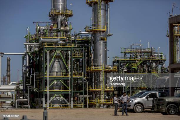 Workers stand at the Petroleos Mexicanos Miguel Hidalgo Refinery in Tula Hidalgo Mexico on Friday Nov 3 2017 Pemex announced its biggest onshore...