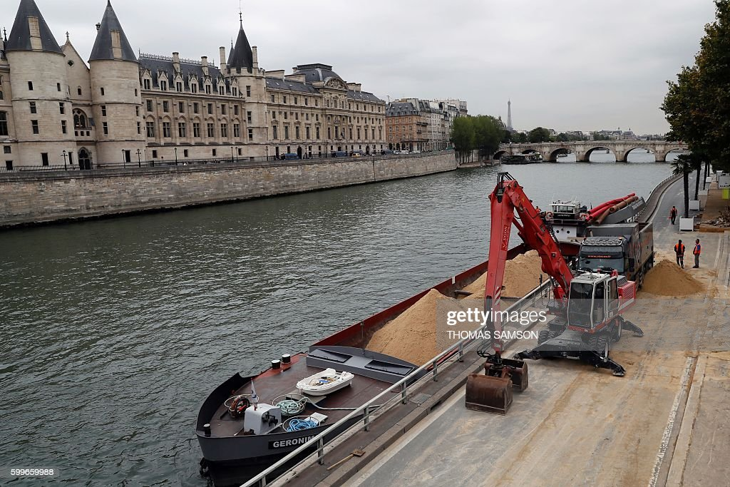 FRANCE-TOURISM-HOLIDAYS-DISMANTLING-PARIS PLAGE : Nachrichtenfoto