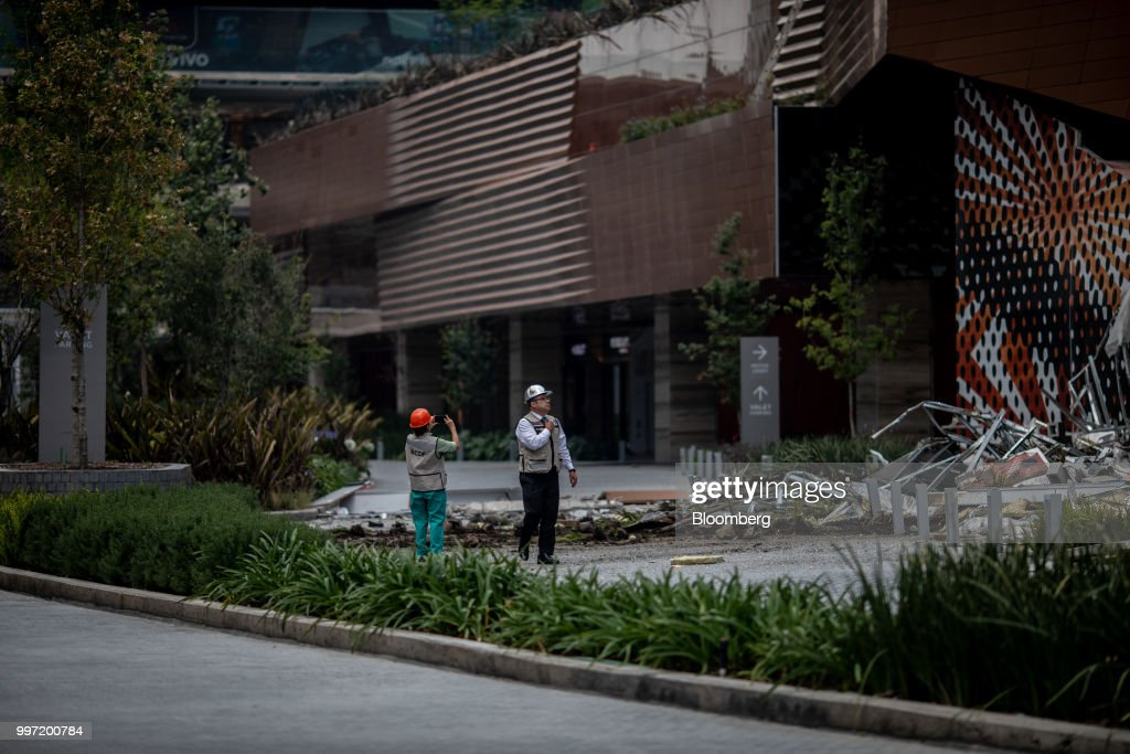 Workers survey the damage to the Artz Pedregal shopping mall in Mexico City, Mexico, on Thursday, July 12, 2018. A section of the high-end fashionmallinaugurated a mere three months ago collapsed Thursday afternoon in Mexico City. Photographer: Alejandro Cegarra/Bloomberg via Getty Images