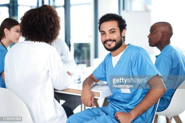 trabalhando ao lado de uma equipe de especialistas dedicados - enfermeiros - fotografias e filmes do acervo