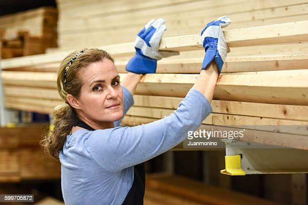 working at a timber/lumber warehouse - unterschicht stereotypen stock-fotos und bilder