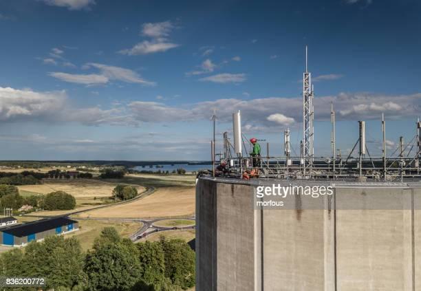 werken op hoogte - tuig mast stockfoto's en -beelden