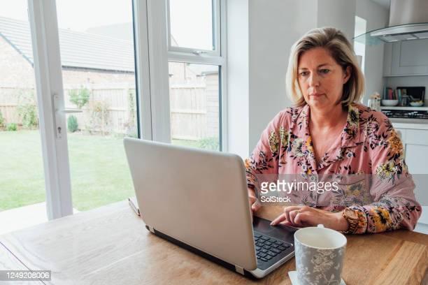 自宅で働く - モーペス ストックフォトと画像